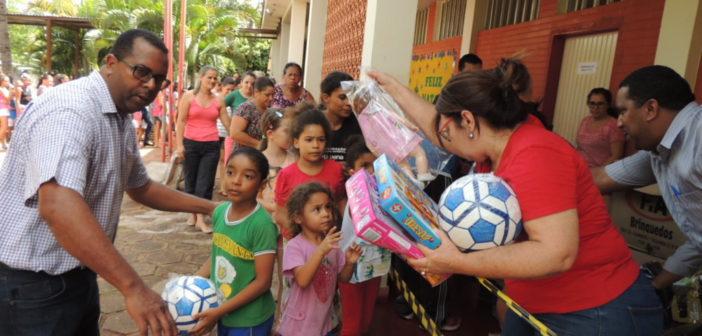 Governo do estado realizou entrega de brinquedos para crianças do município