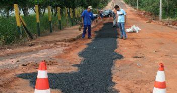 Prefeitura de Itajá e SANEAGO trabalhando na reconstrução de Ruas e Avenidas danificadas com a canalização de água